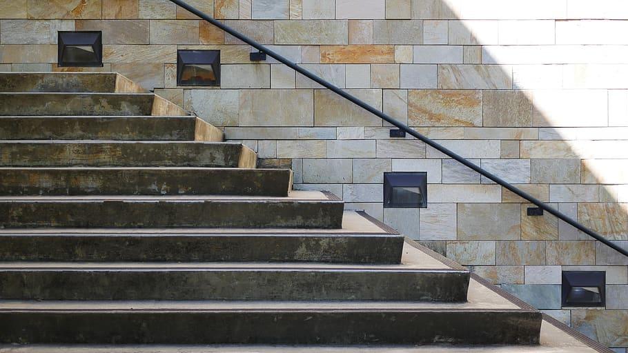 Bagaimana Cara Membuat Tangga Beton pada Bangunan?